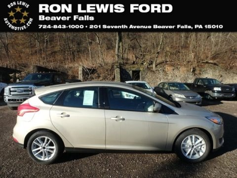White Gold 2018 Ford Focus SE Hatch
