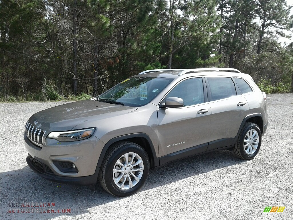 Light Brownstone Pearl / Black/Light Frost Beige Jeep Cherokee Latitude