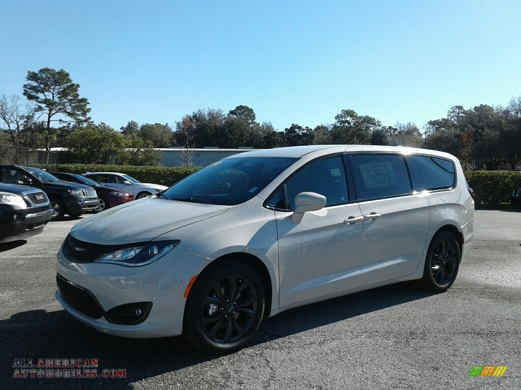 2019 Pacifica Touring Plus - Luxury White Pearl / Black/Black photo #1