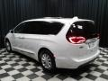 Chrysler Pacifica Touring L Bright White photo #8