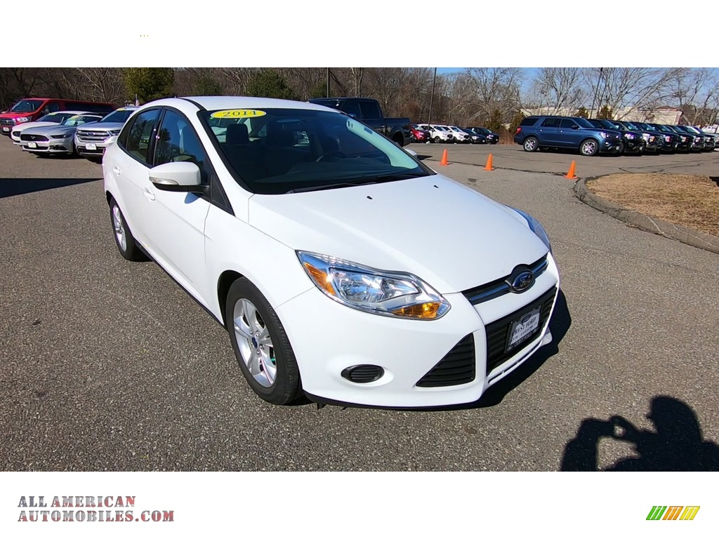 Oxford White / Charcoal Black Ford Focus SE Sedan