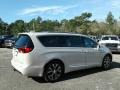 Chrysler Pacifica Limited Luxury White Pearl photo #5