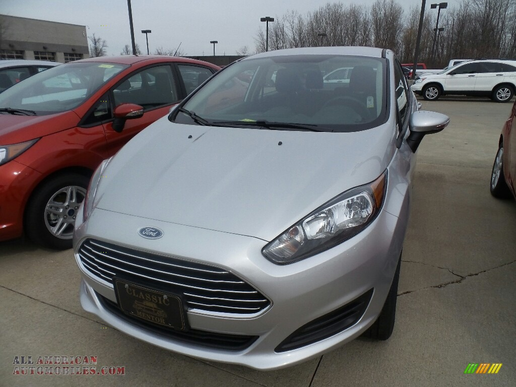 2019 Fiesta SE Sedan - Ingot Silver / Charcoal Black photo #1