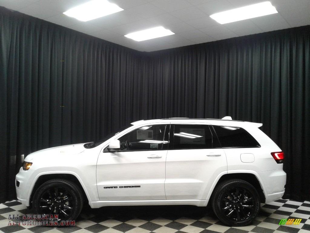 2019 Grand Cherokee Altitude 4x4 - Bright White / Black photo #1