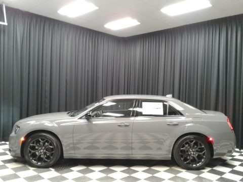 Ceramic Gray 2019 Chrysler 300 Touring