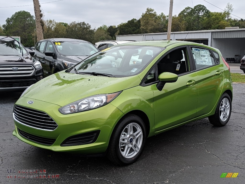 Outrageous Green / Charcoal Black Ford Fiesta SE Hatchback