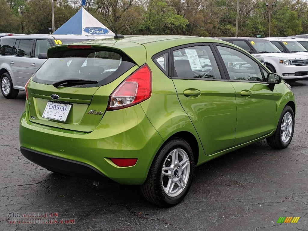 2019 Fiesta SE Hatchback - Outrageous Green / Charcoal Black photo #5