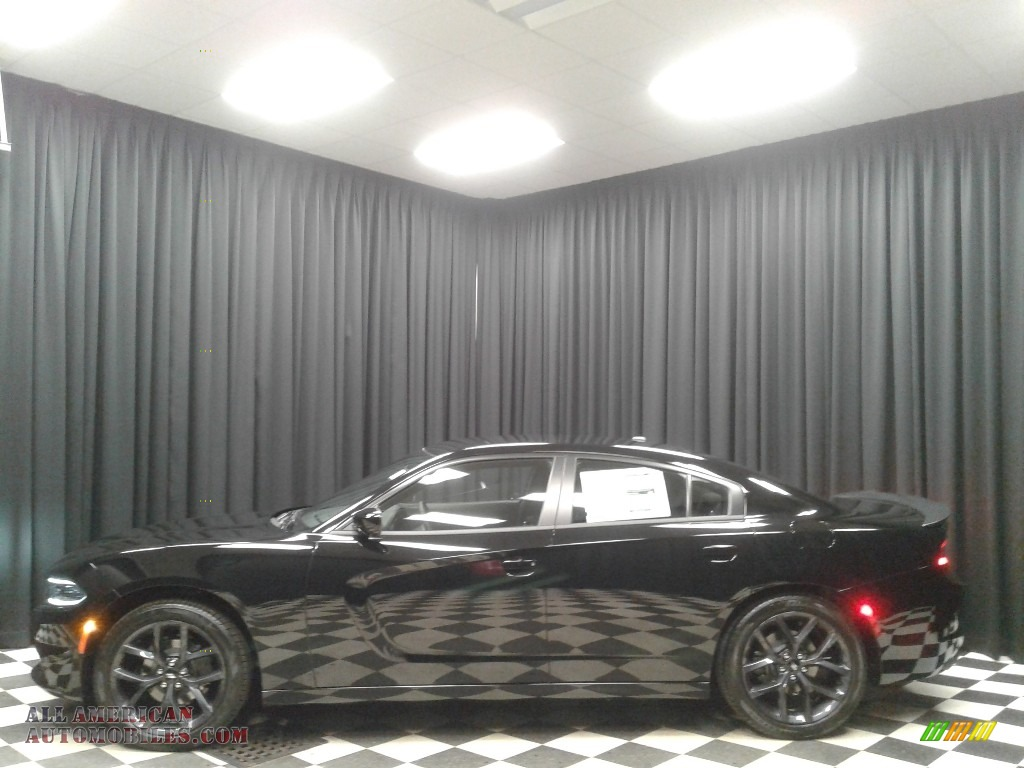 Pitch Black / Black Dodge Charger SXT