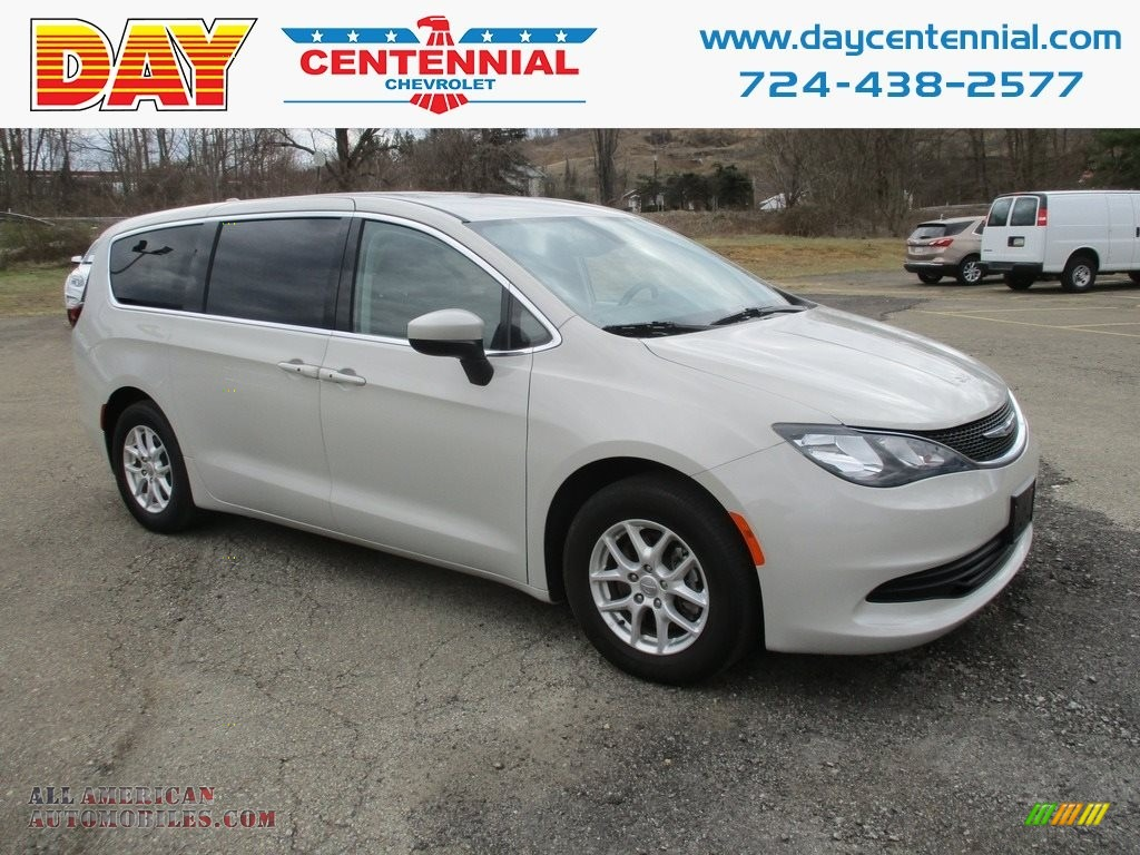 Bright White / Black/Alloy Chrysler Pacifica Touring