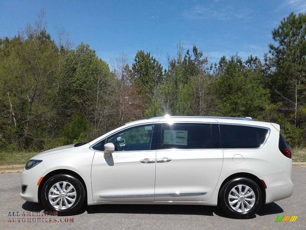 2019 Pacifica Touring L - Luxury White Pearl / Cognac/Alloy photo #1