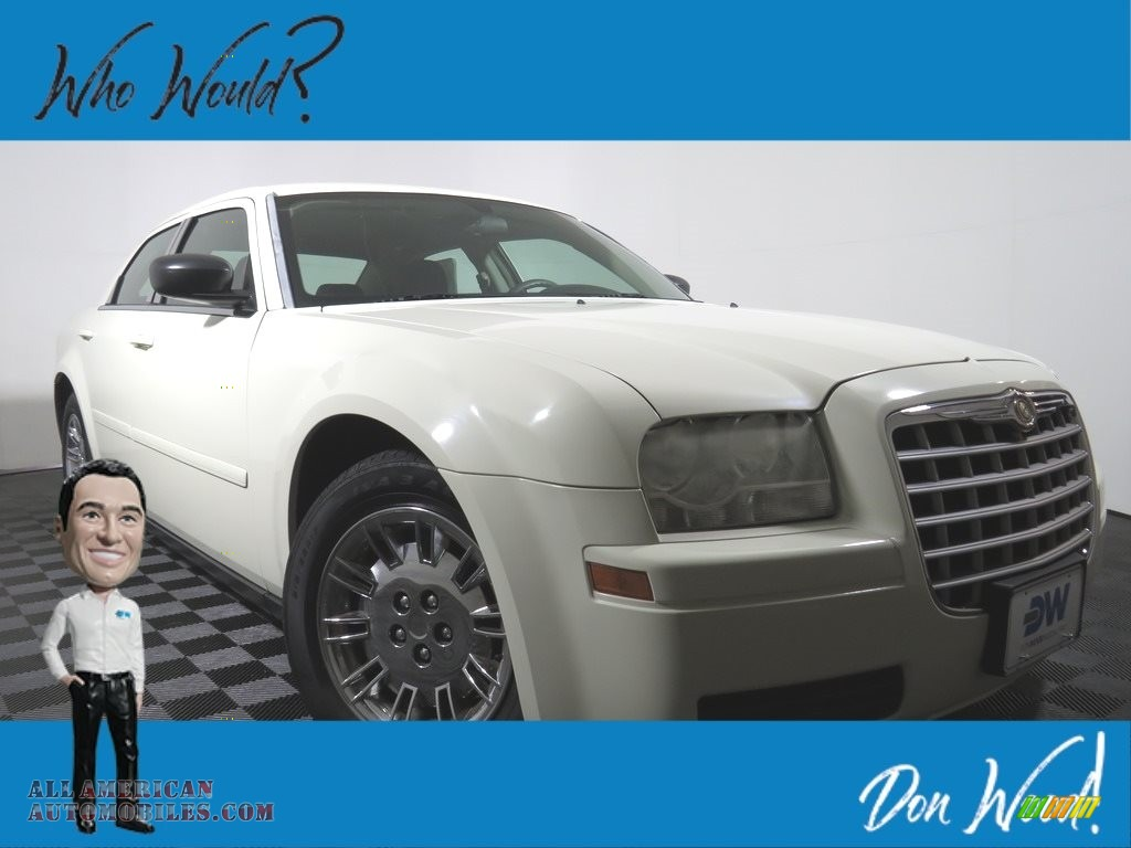 Brilliant Black Crystal Pearl / Dark Slate Gray/Light Graystone Chrysler 300
