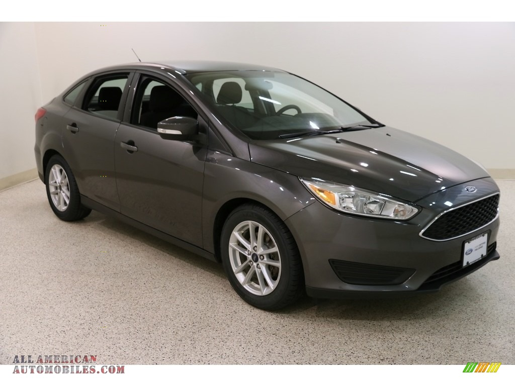 Magnetic / Charcoal Black Ford Focus SE Sedan