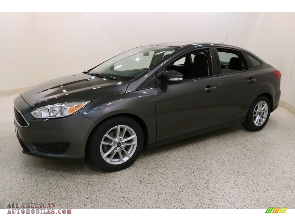 2016 Focus SE Sedan - Magnetic / Charcoal Black photo #3