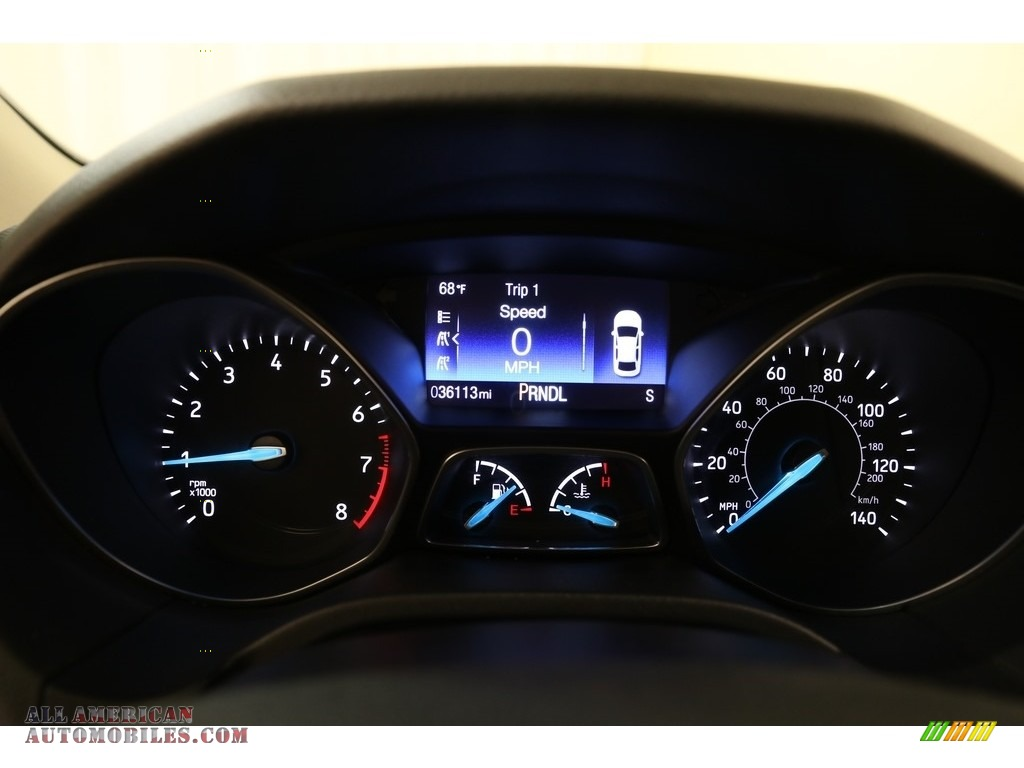 2016 Focus SE Sedan - Magnetic / Charcoal Black photo #8