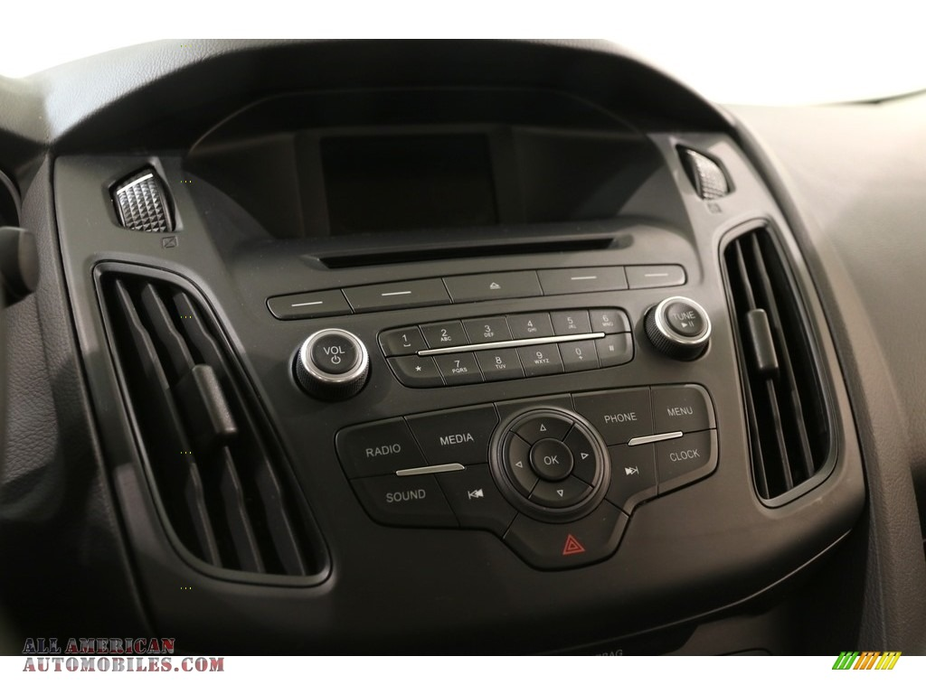 2016 Focus SE Sedan - Magnetic / Charcoal Black photo #9