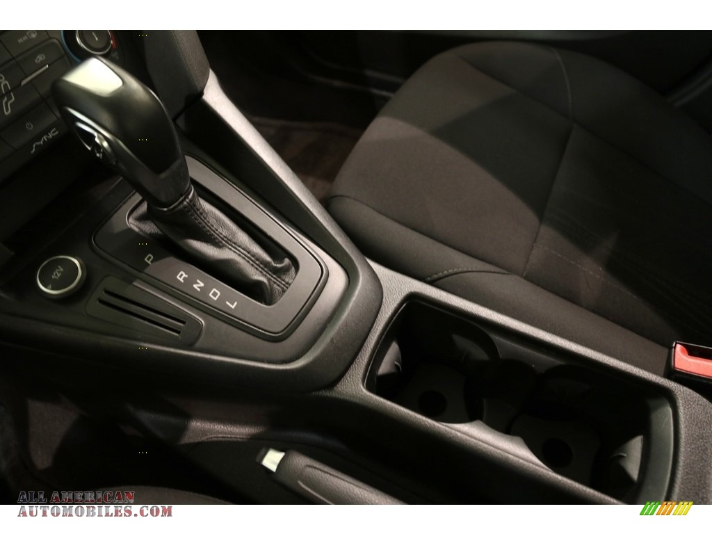 2016 Focus SE Sedan - Magnetic / Charcoal Black photo #13