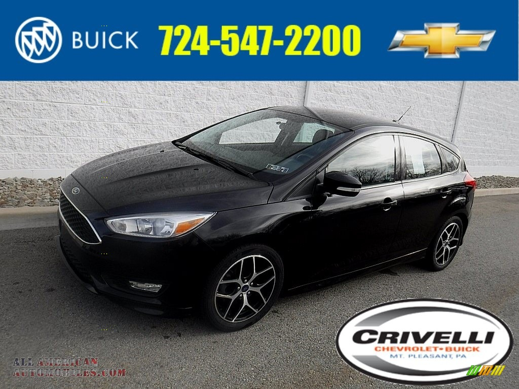 Shadow Black / Charcoal Black Ford Focus SE Hatch