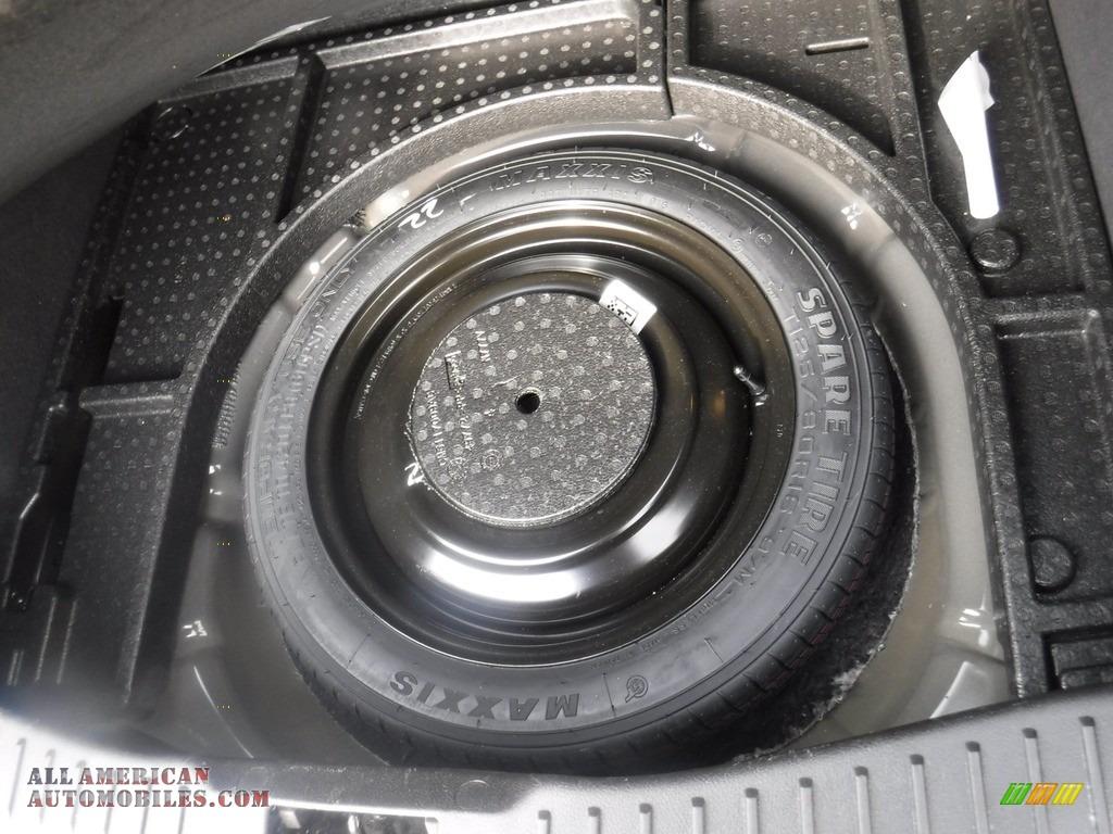 2016 Focus SE Hatch - Shadow Black / Charcoal Black photo #28