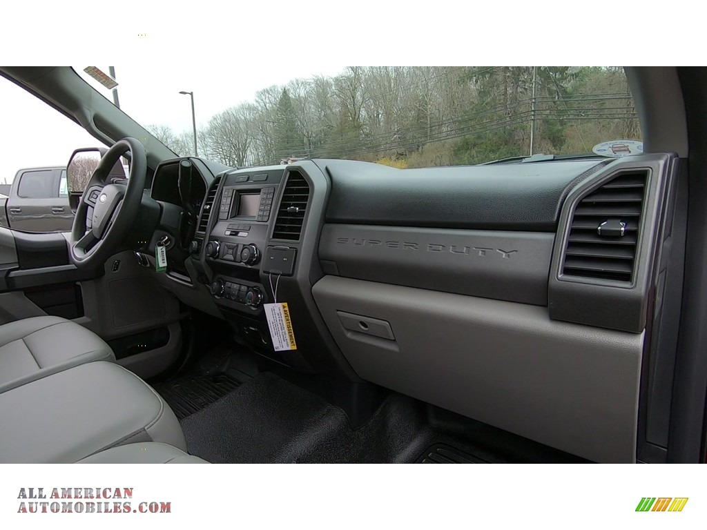 2019 F350 Super Duty XL Regular Cab 4x4 - Race Red / Earth Gray photo #21