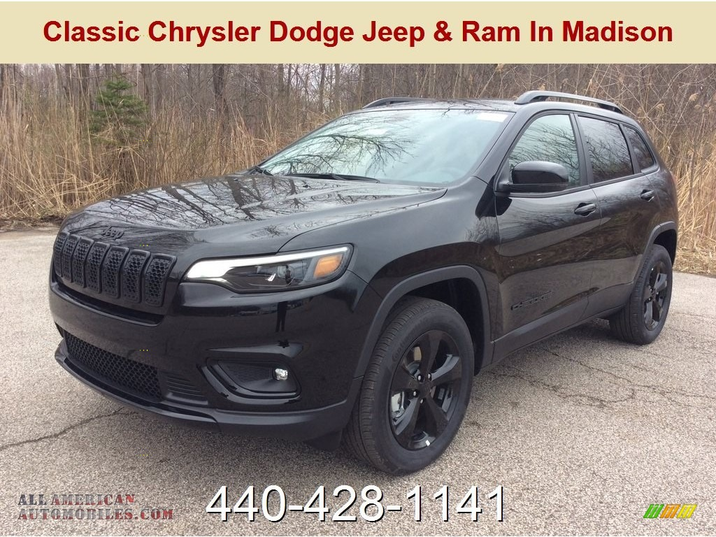 Diamond Black Crystal Pearl / Black Jeep Cherokee Latitude Plus 4x4