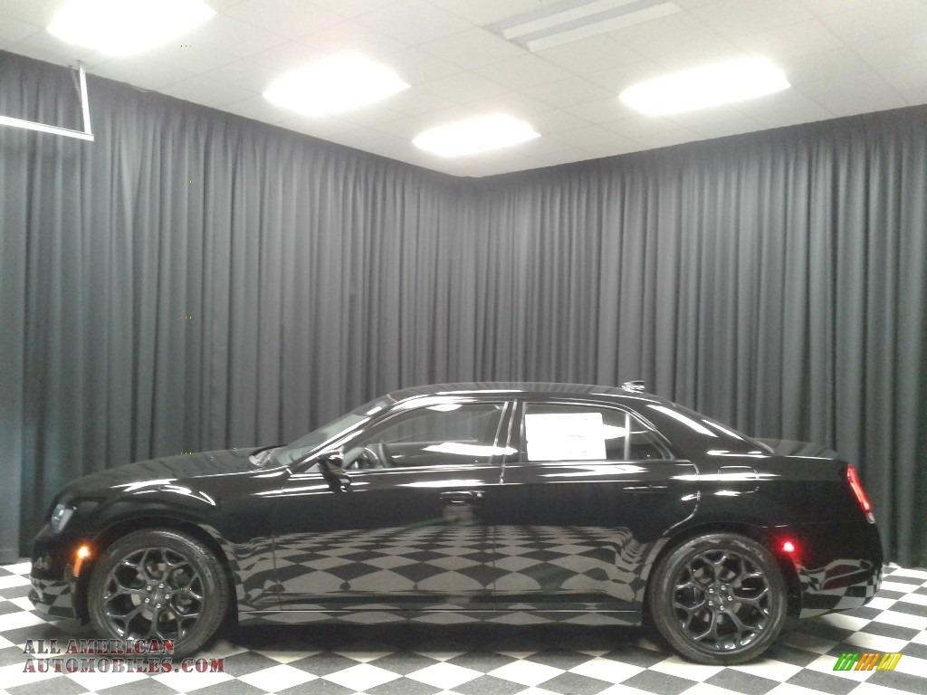 2019 300 Touring - Gloss Black / Black photo #1
