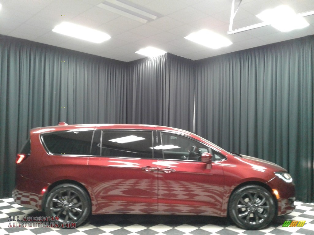 2019 Pacifica Touring Plus - Velvet Red Pearl / Black/Black photo #5