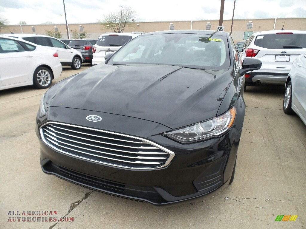 2019 Fusion Hybrid SE - Agate Black / Ebony photo #1