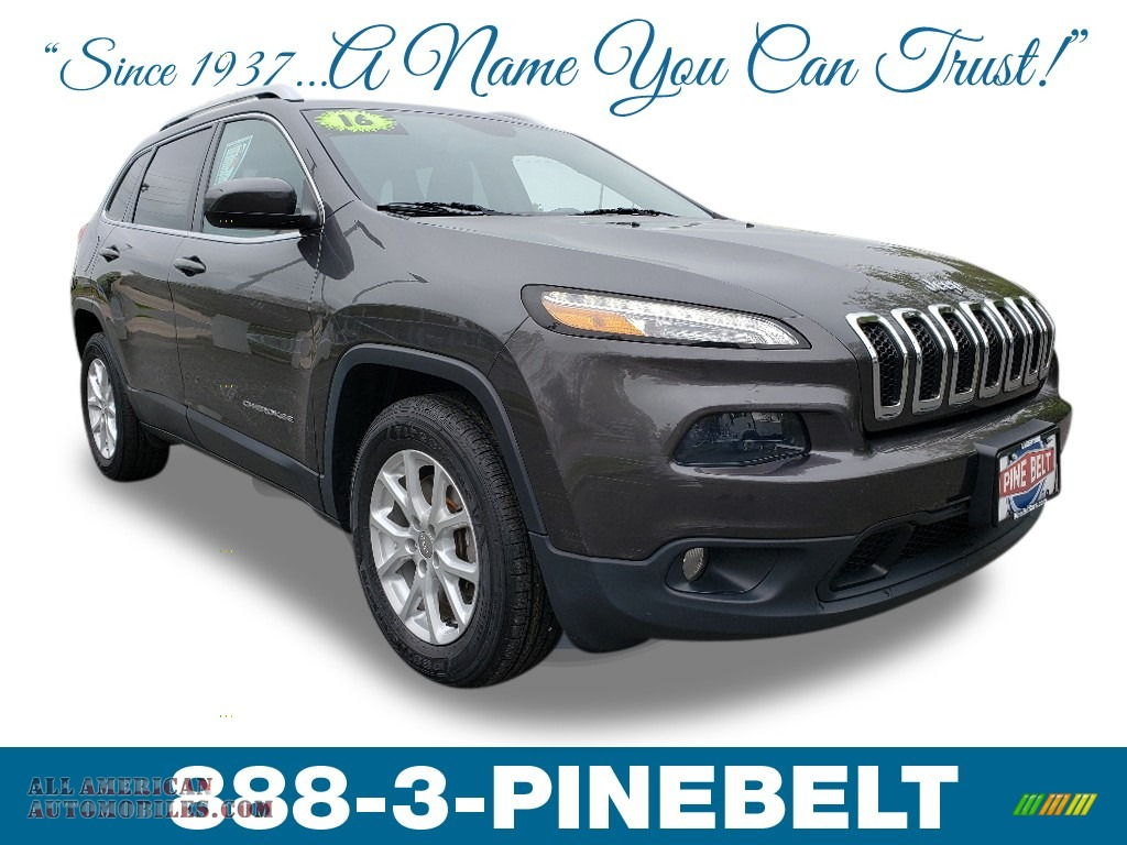 Granite Crystal Metallic / Black Jeep Cherokee Latitude 4x4
