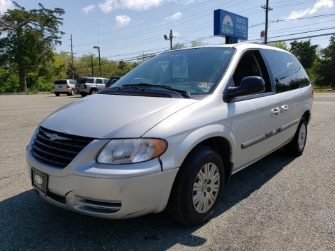 Bright Silver Metallic 2007 Chrysler Town & Country