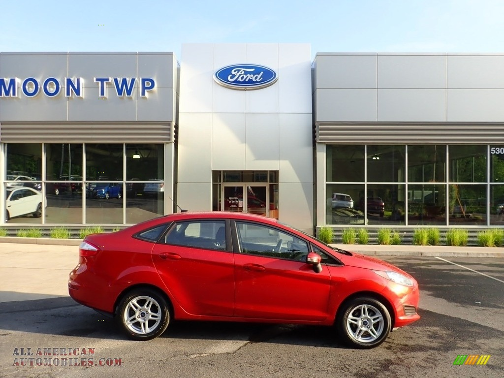 Hot Pepper Red / Charcoal Black Ford Fiesta SE Sedan