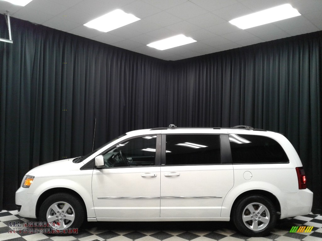 Stone White / Dark Slate Gray/Light Shale Dodge Grand Caravan SXT
