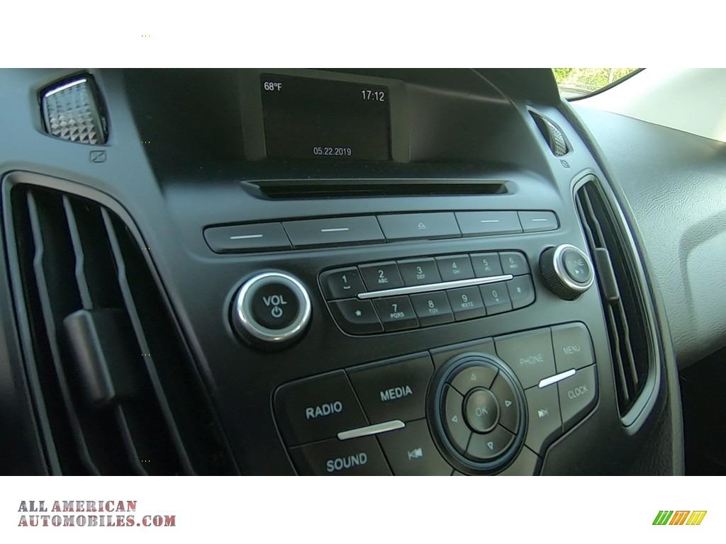 2016 Focus SE Sedan - Oxford White / Charcoal Black photo #15
