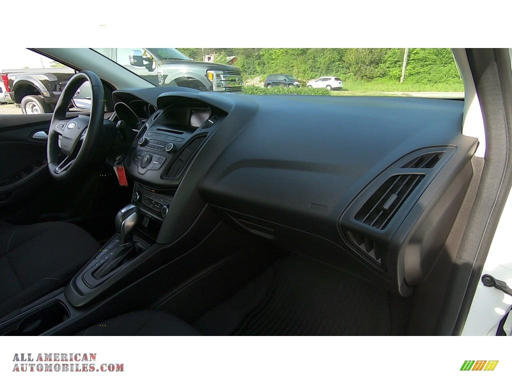 2016 Focus SE Sedan - Oxford White / Charcoal Black photo #25