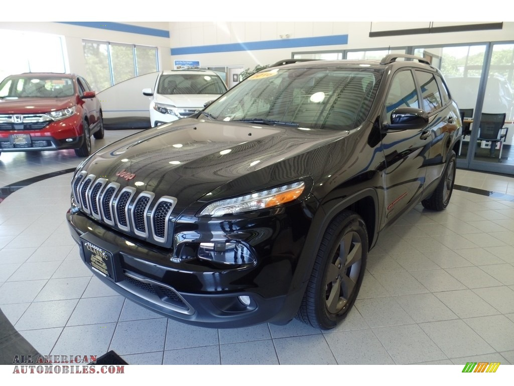 Brilliant Black Crystal Pearl / Black Jeep Cherokee Latitude 4x4