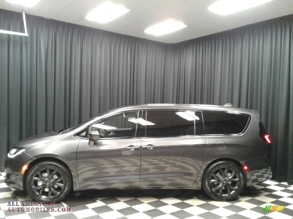 2019 Pacifica Touring Plus - Granite Crystal Metallic / Black/Black photo #1