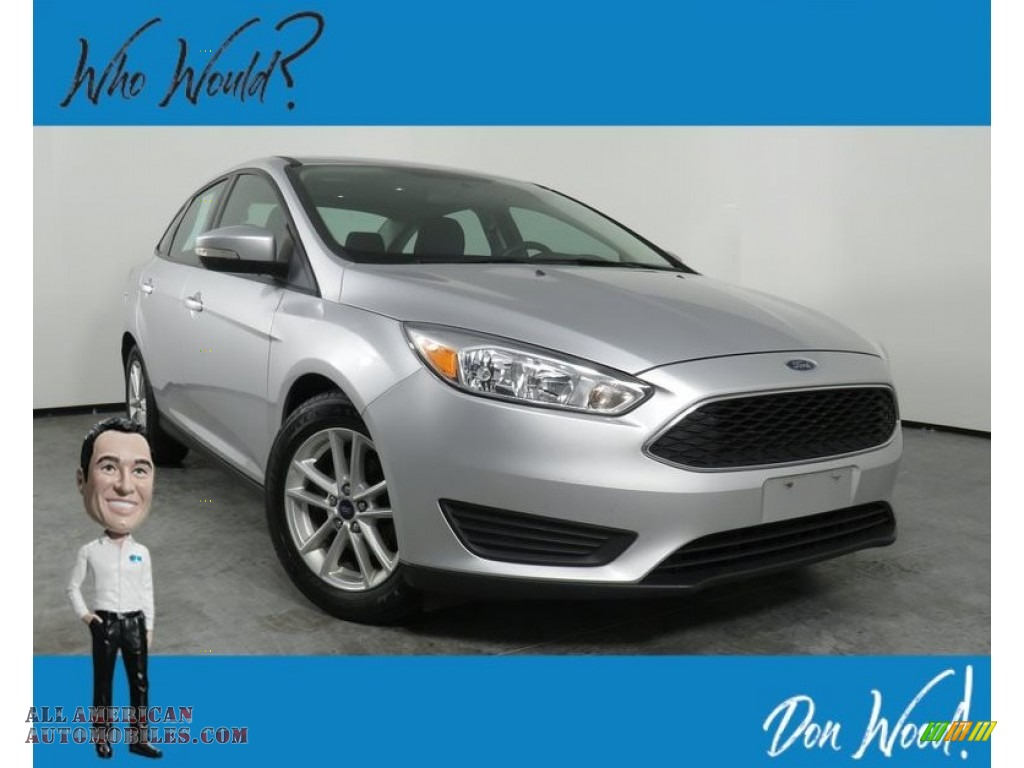 Ingot Silver Metallic / Charcoal Black Ford Focus SE Sedan
