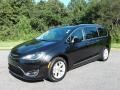 Chrysler Pacifica Touring L Brilliant Black Crystal Pearl photo #2