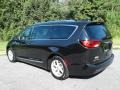 Chrysler Pacifica Touring L Brilliant Black Crystal Pearl photo #8
