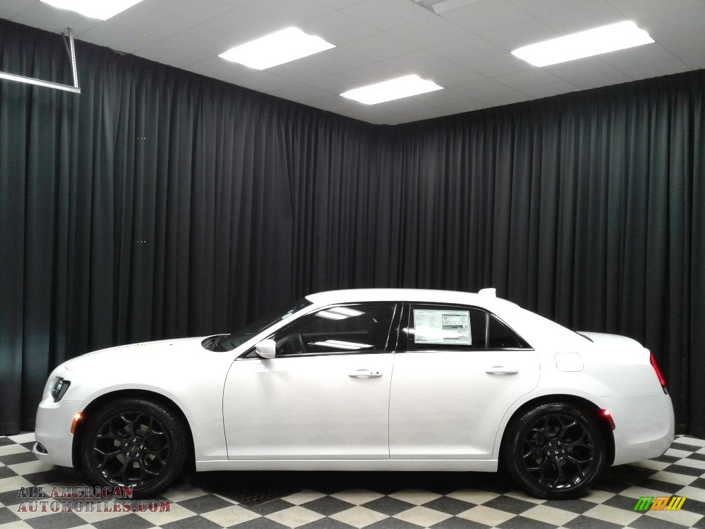 Bright White / Black Chrysler 300 S