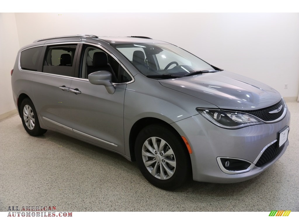 2019 Pacifica Touring L - Billet Silver Metallic / Black/Alloy photo #1