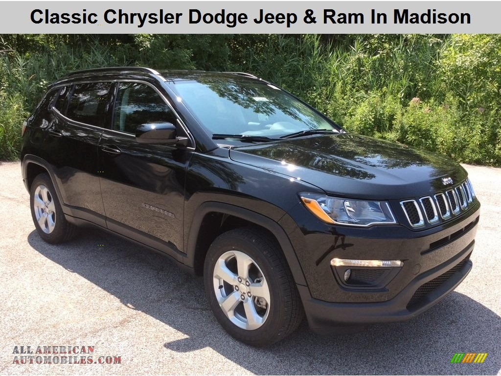 2019 Compass Latitude 4x4 - Diamond Black Crystal Pearl / Black photo #1