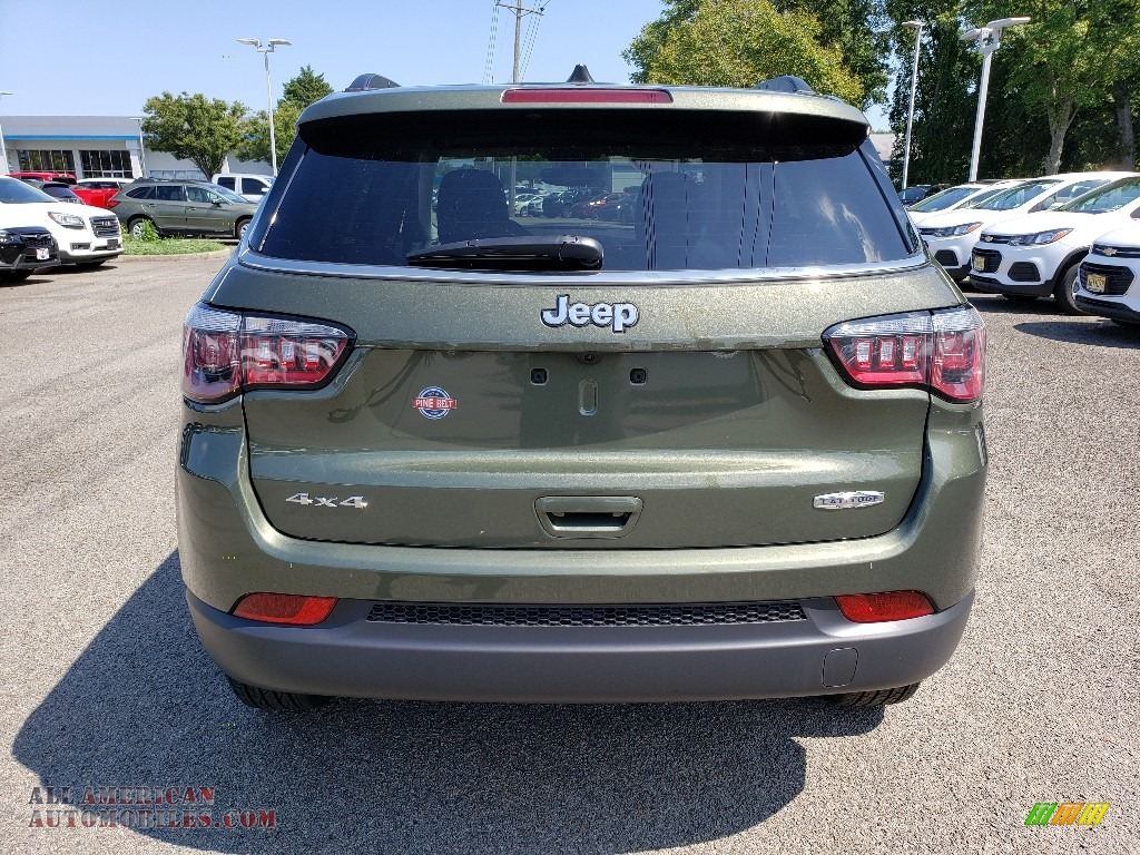 2019 Compass Latitude 4x4 - Olive Green Pearl / Black photo #5