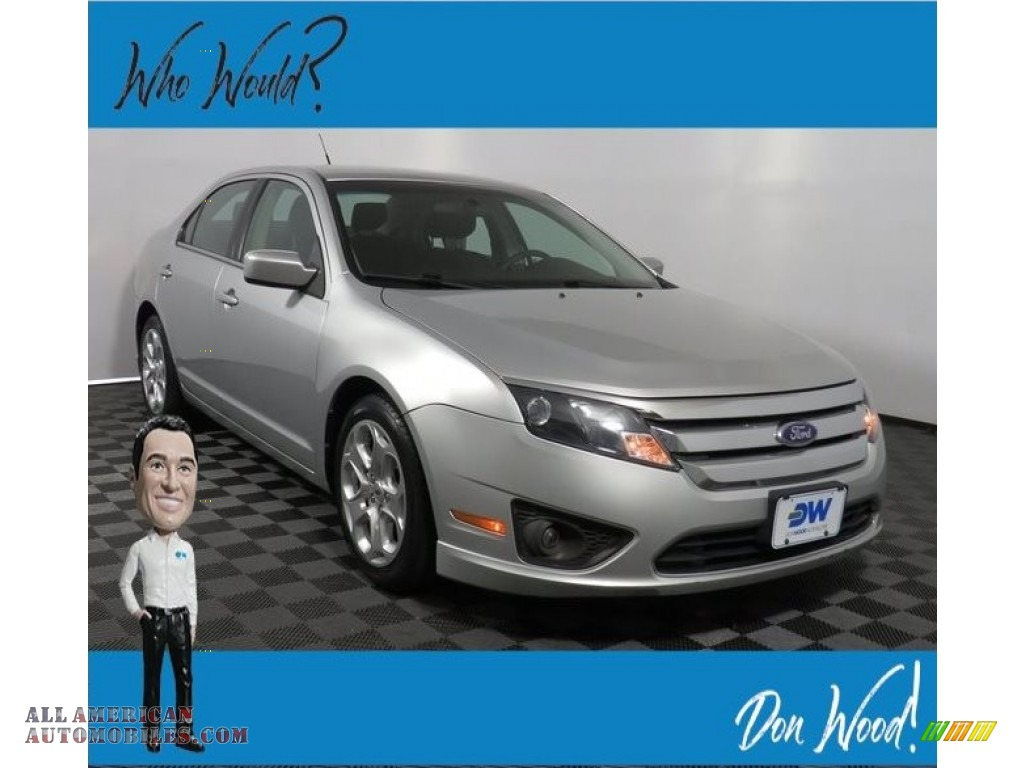 Ingot Silver Metallic / Charcoal Black Ford Fusion SE