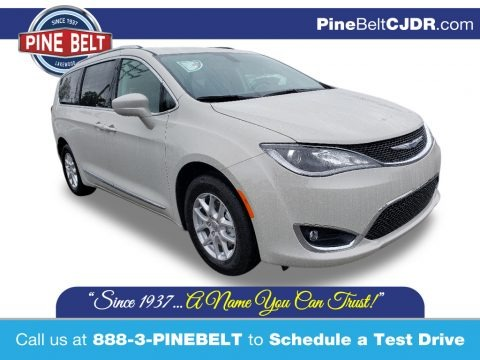 Luxury White Pearl 2019 Chrysler Pacifica Limited