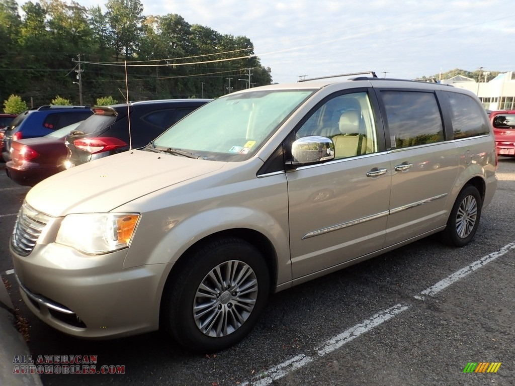 2013 Town & Country Touring - L - Cashmere Pearl / Dark Frost Beige/Medium Frost Beige photo #1