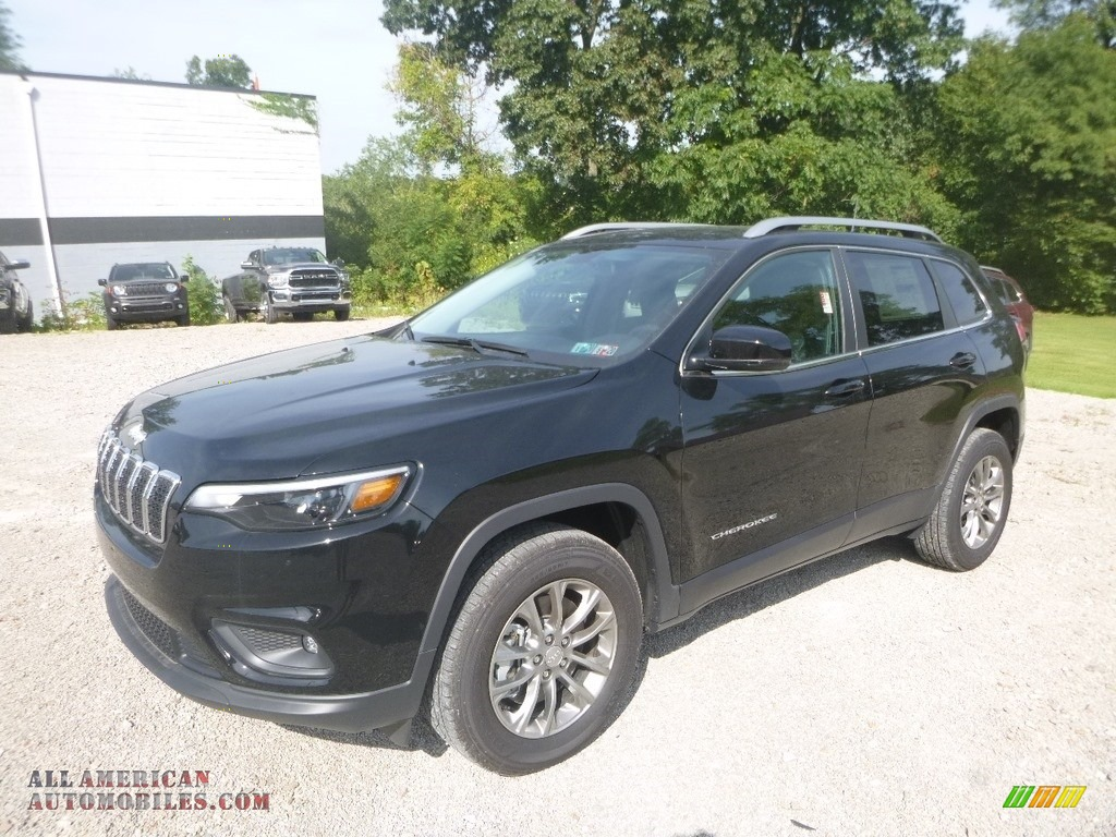2019 Cherokee Latitude Plus 4x4 - Diamond Black Crystal Pearl / Black photo #1