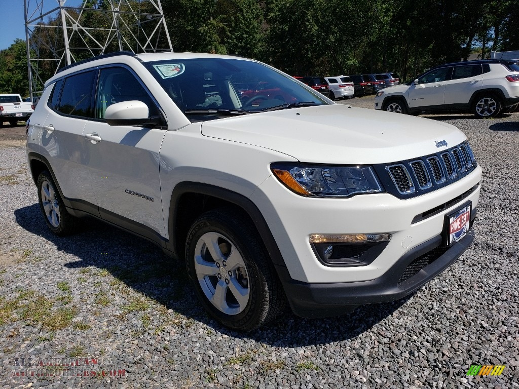 White / Black Jeep Compass Latitude 4x4