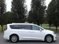 Chrysler Pacifica Touring L Bright White photo #5