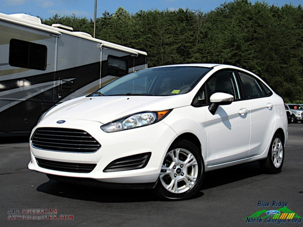 2016 Fiesta SE Sedan - Oxford White / Medium Light Stone photo #1
