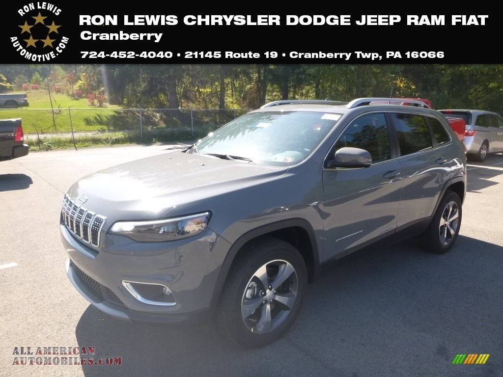 Sting-Gray / Black Jeep Cherokee Limited 4x4